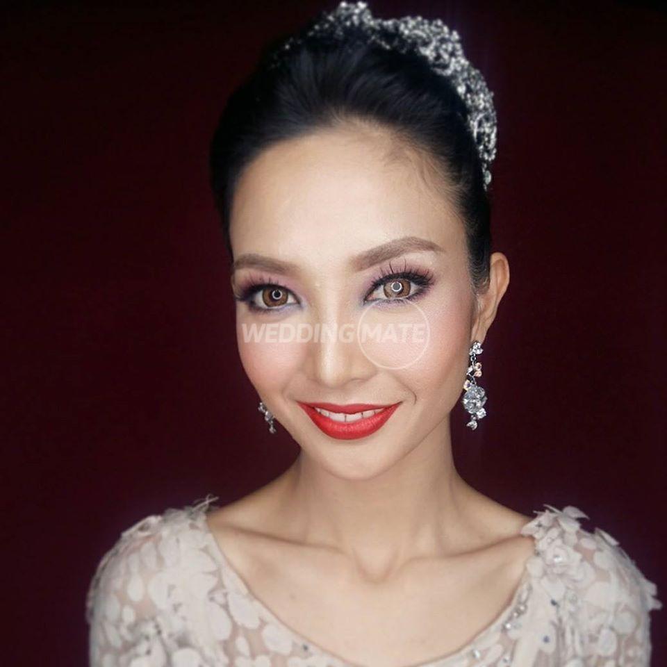 Make-Up Artist: Eva Shahrul