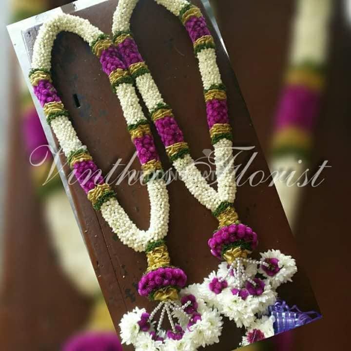 Vinthas florist wedding garland