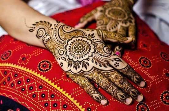 Puva's  Henna & Nail Art